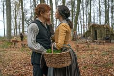 Recap of Starz' 'Outlander' season 4 episode 4 airing Nov A 'bear' arrives at Fraser's Ridge and Jamie and Claire deal with the Cherokees. Claire Fraser, Jamie And Claire, Jamie Fraser, Outlander Season 4, Outlander Series, Tartan, Highlands Warrior, Richard Rankin, Sam Heughan Caitriona Balfe