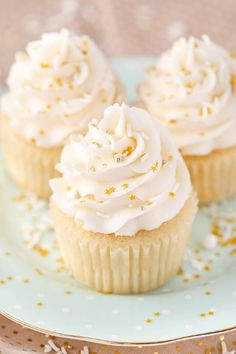 Moist Vanilla Cupcakes Easy Vanilla Cupcake recipe from scratch Who love a homemade light and fluffy Vanilla cupcakes? Especially homemade cupcakes made from scratch? These vanilla cupcakes are super easy to make yet delicious. Best Vanilla Cupcake Recipe, Moist Vanilla Cupcakes, Homemade Vanilla Cupcakes, Vanilla Desserts, Coconut Cupcakes, Recipe Of Cupcakes, Super Moist Vanilla Cupcake Recipe, How To Bake Cupcakes, Cupcake Recipe With Cake Flour