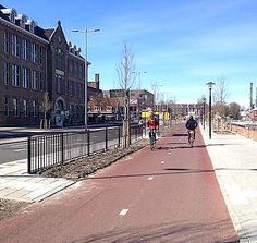 Vondellaan protected cycle path, Utrecht NL. Click image for more photos via Bicycle Dutch and visit the slowottawa.ca boards >> http://www.pinterest.com/slowottawa/