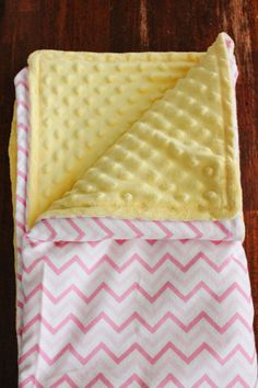 Minky Blanket Sewing Tutorial Blanket Patterns, Fabric Patterns, Sewing Patterns, Quilt Baby, Minky Baby Blanket, Sewing Tutorials, Sewing Projects, Diy Projects, Baby Items For Sale