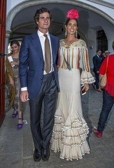 Los duques de Huescar deslumbran en su primera Feria de Abril - Foto 2 Spanish Dress, Spanish Dancer, Spanish Style, New Fashion Trends, Fashion 2020, New Trends, European Fashion, French Fashion, Royal Fashion