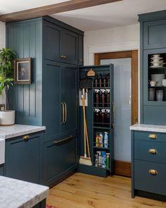 Kitchen Pantry Design, Diy Kitchen Storage, Modern Kitchen Design, Home Decor Kitchen, Interior Design Kitchen, Home Kitchens, Interior Decorating, Kitchen Cleaning, Smart Storage