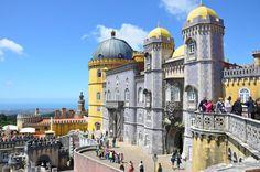 De onontdekte steden van Portugal - via Reishonger 16.05.2016 | Steeds meer Nederlanders kiezen dit jaar voor Portugal als zonbestemming. Naast de vele stranden zijn er ook verrassende en wat minder bekende steden. Foto: Palacio da Pena, Sintra in Portugal