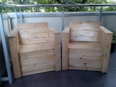 DIY Pallet Chairs | 99 Pallets