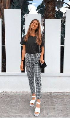 Unravel Casual Outfit inspirations (but stylish) style women will be wear this season. casual outfits for teens Fashion Mode, Look Fashion, Fashion Outfits, Womens Fashion, Fashion News, Vetement Fashion, Outfit Goals, Mode Inspiration, Spring Outfits