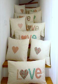 Finde de cojines y pedidos… Handmade Cushions, Diy Pillows, Sewing School, Ideas Hogar, Bag Patterns To Sew, Pillow Design, Pin Cushions, Cushion Covers, Pillow Cases