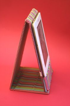 DIY Kindle case cover sleeve (or adjust to other ebook-reader, mobile phone)...I might just have to try making this