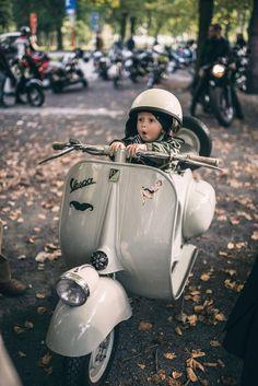 Little boy is riding Vespa Piaggio Vespa, Vespa Gtv, Scooters Vespa, Moto Scooter, Lambretta Scooter, Scooter Girl, Vespa Px 200, Lml Star, Vespa Vintage