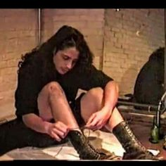 I wonder if the scars on his knee is where the microphone stand went through it?? #chriscornell