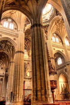 Interior de la Catedral Salamanca. Renaissance Architecture, Gothic Architecture, Beautiful Architecture, Church Pictures, Grand Mosque, Dome House, Spain And Portugal, Cathedral Church, Christian Church