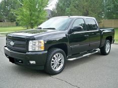 I'm selling my Chevy Silverado Z71 pick up. It only has 75k miles and it's loaded with leather. Runs and drives excellent. No problems, no damages, no rust and no issues. perfect engine v8 5,3 l, cold A/C, new tires, clean interior and exterior. Gm Trucks, Jeep Truck, Cool Trucks, Chevy Trucks, Pickup Trucks, Truck Interior Accessories, Vehicle Accessories, Chevy Silverado Z71, Old School Cars