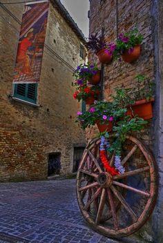 Atri - Passeggiando tra i vicoli / Italy