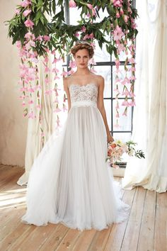 Flowy wedding dresses are perfect for spring and summer nuptials ...
