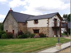 5 Bedroom House for sale For Sale in Mayenne, FRANCE - Property Ref: 700791 - Image 1