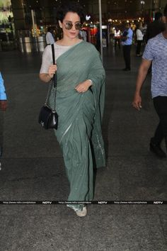 Actress Kangana Ranaut, who has always been at the top of her saree game, was spotted travelling draped in grey on Wednesday. The actress wore a khadi saree from the collections of Runway Bicycle. Formal Saree, Casual Saree, Casual Indian Fashion, Look Fashion, Khadi Saree, Satin Saree, Saree Trends, Saree Models, Stylish Sarees