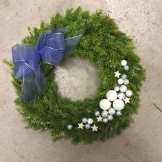Touhua  ja töminää: Kransseja Christmas Wreaths, Christmas Crafts, Stone, Holiday Decor, Outdoor Decor, Home Decor, Rock, Decoration Home, Room Decor