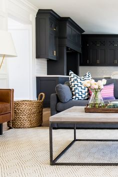 Creating a color contrast from dark wood cabinets to light furniture: http://www.stylemepretty.com/living/2016/12/15/did-one-of-these-10-dream-homes-inspire-you-in-2016/ Photography: Lindsay Salazar - http://www.lindsaysalazar.com/