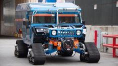 Two Hybrid Hummer Tanks Are Towing An Airstream To The South Pole Female Race Car Driver, Car And Driver, Hummer H1, 4x4 Trucks, Lifted Trucks, Jeep Wrangler Tops, Monster Car, Best Suv, Off Road Camper