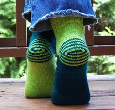 I have to try this pattern.  These socks are so cute.