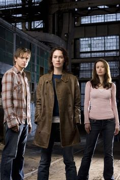 Thomas Dekker as John Connor, Lena Headey as Sarah Connor, and Summer Glau as Cameron The Terminator 2, Terminator Movies, Summer Glau Terminator, The Sarah Connor Chronicles, River Tam, Cagney And Lacey, Thomas Dekker, Shirley Manson, Outfits