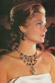 Grace Kelly. Gorgeous jewels!