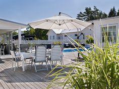 Oas på Öland med härligt poolhäng - ANNA TRUELSEN INTERIOR STYLIST & INFLUENCER Outdoor Furniture Sets, Outdoor Decor, Terrace, Anna, Patio, House, Interior Stylist, Instagram, Balcony
