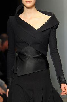 Donna Karan at New York Fashion Week Fall 2012 - StyleBistro - New In Tops Donna Karan, Fashion Details, Look Fashion, Fashion Design, Dress Fashion, Fall Fashion, Fashion Outfits, High Fashion, Fashion Tips