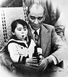 Atatürk and adopted daughter Ülkü Adatepe. (Mustafa Kemal Ataturk, first president of the Republic of Turkiye. Ataturk fought hard to make Turkiye a secular democratic modern nation. Turkish People, Turkish Army, Last Child, The Turk, Great Leaders, World Peace, Historical Pictures, Big Men, The Republic