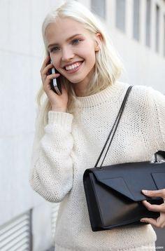 Маленькая черная сумочка-клатч