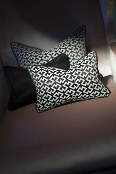 Charles Burnand- Dedar zingy cushion. Silk Pillow, Decorative Cushions, Soft Furnishings, Bed Pillows, Pillow Cases, Home And Garden, Curtains, Interior, Fabric