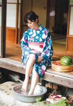 Japanese Yukata, Japanese Costume, Japanese Outfits, Anime Outfits, Sexy Outfits, Japanese Beauty, Asian Beauty, Chinese Kimono, Japanese Mythology