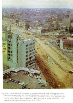 Cruce de la Ampliación Paseo de la Reforma y Avenida Hidalgo en 1954. Se puese apreciar a la izquierda el Templo de San Hipolito y a la derecha una esquina de la Alameda Central.