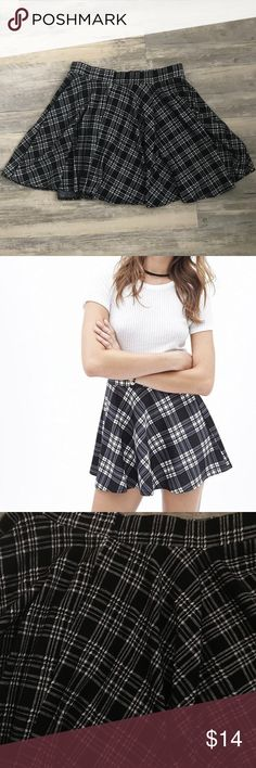 Forever 21 Houndstooth Print Plaid Way Skirt Forever 21 Houndstooth Print Plaid Way Skirt Super cute skirt! It is a thick fabric and is warm In perfect condition, size Medium!  I put a picture of model to show how it looks on but the skirt is different. Forever 21 Skirts Circle & Skater