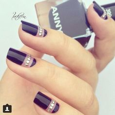 30 Black Nail Designs That Are Anything but Goth 30 schwarze Nageldesigns, die alles andere als Goth sind Fabulous Nails, Gorgeous Nails, Love Nails, Black Nail Designs, Nail Art Designs, Nails Design, Nagel Hacks, Nagellack Design, Nagel Gel