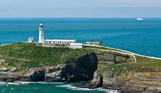 Located on the scenic coast of North Whales, this popular holiday resort is also a starting point for adventures to Snowdonia National Park and Caernarfon Castle, the best-preserved medieval fortress in Europe.