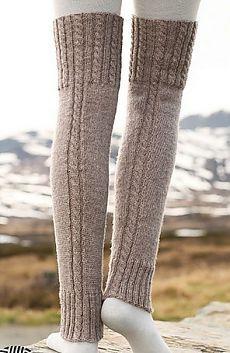 Woolly trotters / DROPS - free knitting patterns by DROPS design Crochet Leg Warmers, Crochet Socks, Knitting Socks, Outlander Knitting Patterns, Knitting Patterns Free, Free Knitting, Free Pattern, Pattern Ideas, Drops Design