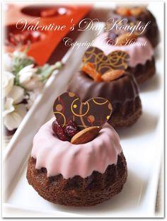 バレンタインクグロフ・クランベリー♪ Fancy Desserts, Delicious Desserts, Yummy Food, Sweet Recipes, Cake Recipes, Dessert Recipes, Yummy Treats, Sweet Treats, Bunt Cakes
