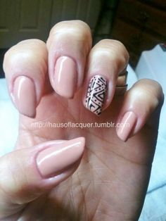 Love the accent nail pattern