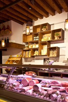 The concept meets the growing demand for healthy eating, which retrieves from the past, the knowledge and the foundations of Venetian cuisine. The goal was to create a sensory journey guiding anyone who enters the shop, in the search of authentic Italian flavors.