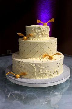 Harry Potter Cake; Harry Potter Wedding Cake; Gold snitch; buttercream wedding cake