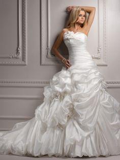 Popular Ball Gown Strapless Sleeveless Chapel Train Organza Wedding Dress