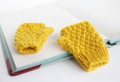 Kid knits: Free knitting patterns for babies - Mini-me mittens - how cute