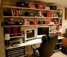contemporary-office-with-storage-shelving.jpg (500×424)
