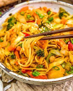 Veggie Fries, Veggie Stir Fry, Plant Based Diet, Plant Based Recipes, Vegan Meals, Vegan Recipes, Pasta Puttanesca, Vegan Nachos, Frozen Broccoli