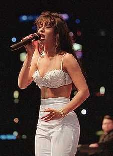 Selena, 22 years old; Forever celebrated & Always Remembered was able to touch everyone's heart no matter the gender or race.forever a Legend. Died March 1995 (aged Corpus Christi, Texas, U. Cause of death Gunshot wound Selena Quintanilla Perez, Corpus Christi, Selena Costume, Selena And Chris Perez, Selena Pictures, Selena Pics, Selena Selena, Her Music, Queen