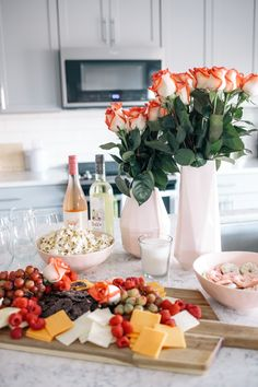A Cheese Rose and Fruit Platter Fit for Girl s Night - Simply J K Party Food Platters, Cheese Platters, Healthy Appetizers, Appetizers For Party, Girls Night Appetizers, Girls Night In Food, Girls Night Recipes, Ladies Night In, Wine Night