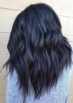 hair peinados brunette before getting hair dyed person with winter berry hair color trend Hair Color Purple, Cool Hair Color, Winter Hair Color Short, Dark Hair With Purple, Winter Hair Colors, Pastel Purple, Purple Ombre, Hair Colours, Medium Hair Styles