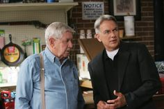 Ralph Waite as Jackson Gibbs and Mark Harmon as Leroy Jethro Gibbs in season six NCIS episode Heartland. Gibbs Ncis, Ncis Gibbs Rules, Leroy Jethro Gibbs, Mark Harmon, Best Tv Shows, Favorite Tv Shows, Ncis Tv Series, Ralph Waite, Ncis Cast