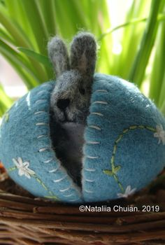 Easter basket Waldorf toy Spring Nature table Easter Decor Easter bunny Crack Crack The little bunny is coming out The post Easter basket Waldorf toy Spring Nature table Easter Decor Easter bunny appeared first on Wool Diy. Fleece Crafts, Felt Crafts Diy, Fun Crafts To Do, Easter Crafts, Easter Decor, Waldorf Crafts, Waldorf Toys, Easter Tree, Easter Bunny