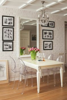 Lustre et miroir baroques, photo noir et blanc